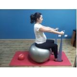 clínica de pilates com bola